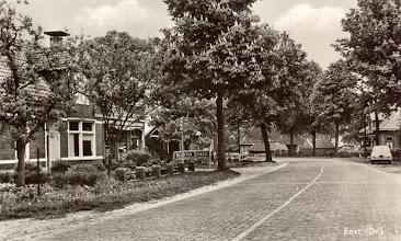 Photo: Hoofdstraat, links winkel van H. Mulder