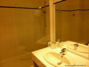 Photo: La salle de bains du Mercure Deauville Hotel du Yacht Club