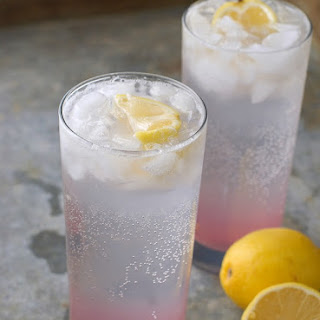 French Lemonade with Lavender {French Lemonade with Lavender {Citron Pressé avec le Lavande}.