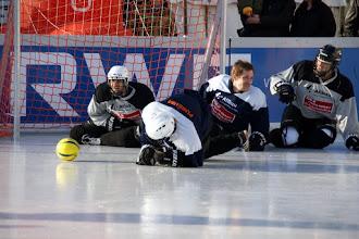 Photo: Polar Soccer WM 2011 -Wer hat meinen Helm auf?