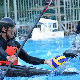 Try to get control of the ball... by Chin KK - Sports & Fitness Watersports ( water, canoe polo, daytime, men, boat )