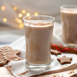 Healthy Chia Gingerbread Smoothie.
