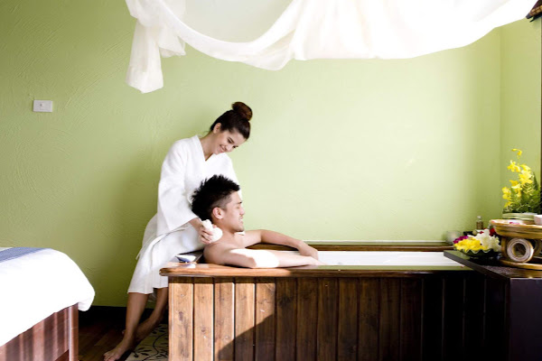 Relieve tensions with a herbal ball massage