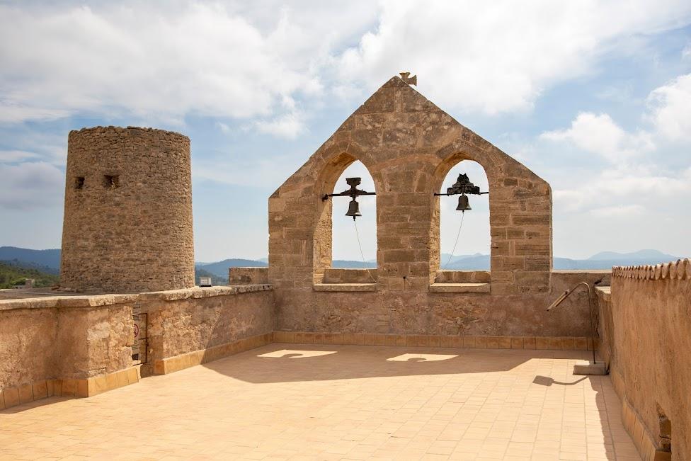 Zamek Capdepera, kościół i wieża