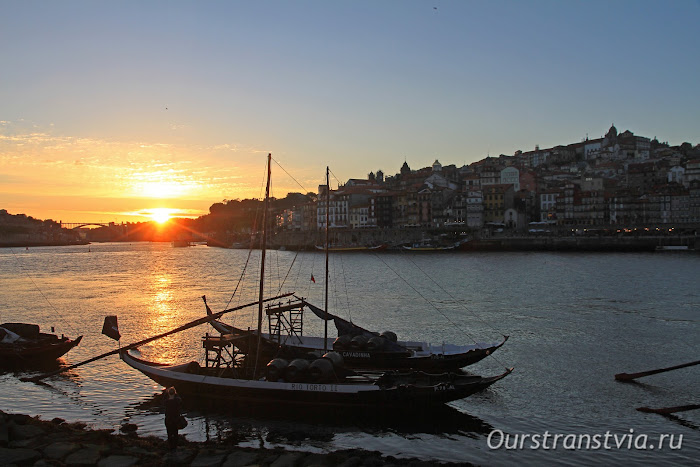 Закат в Порту и Вила-Нова-ди-Гая, лодки рабелуш
