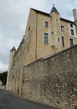 Photo: Rempart de l'abbaye St Séverin à Château-Landon (XIIe s.). St Séverin était le guérisseur de Clovis.