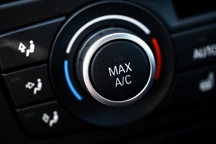 https://noticias.coches.com/wp-content/uploads/2013/06/aire-acondicionado-coche-1.jpg