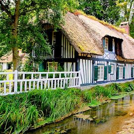 Au bord de la Veules by Gérard CHATENET - Buildings & Architecture Homes