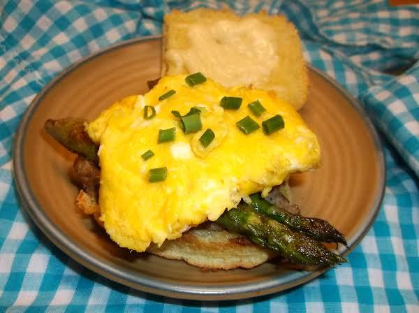 Asparagus, Steak & Egg Breakfast Slider Recipe