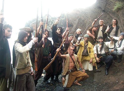 Pirates sur la Plage de la Grande Conque, à l'occasion du tournage pour le Nikon Film Festival : Je suis le partage. Régleur de cascades et cascadeur : Alexis DIENNA.