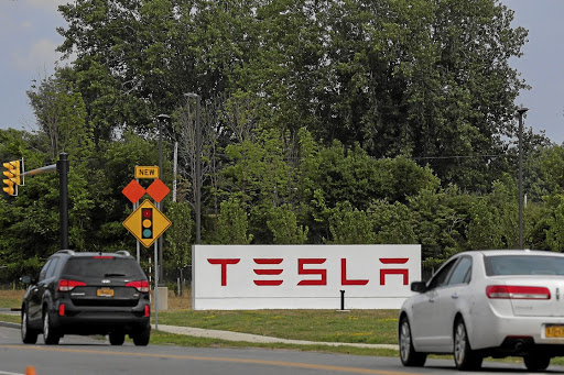 Tesla signs deal with Shanghai to build first overseas Gigafactory