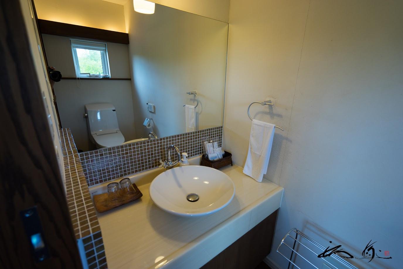 トイレ+パウダールーム