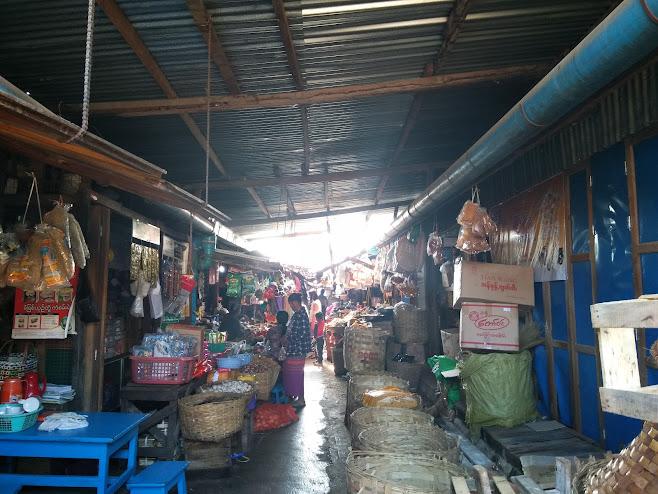 屋内のマーケット