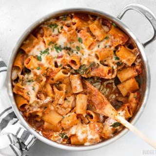 Cheesy Rigatoni Skillet with Mushrooms and Spinach Recipe