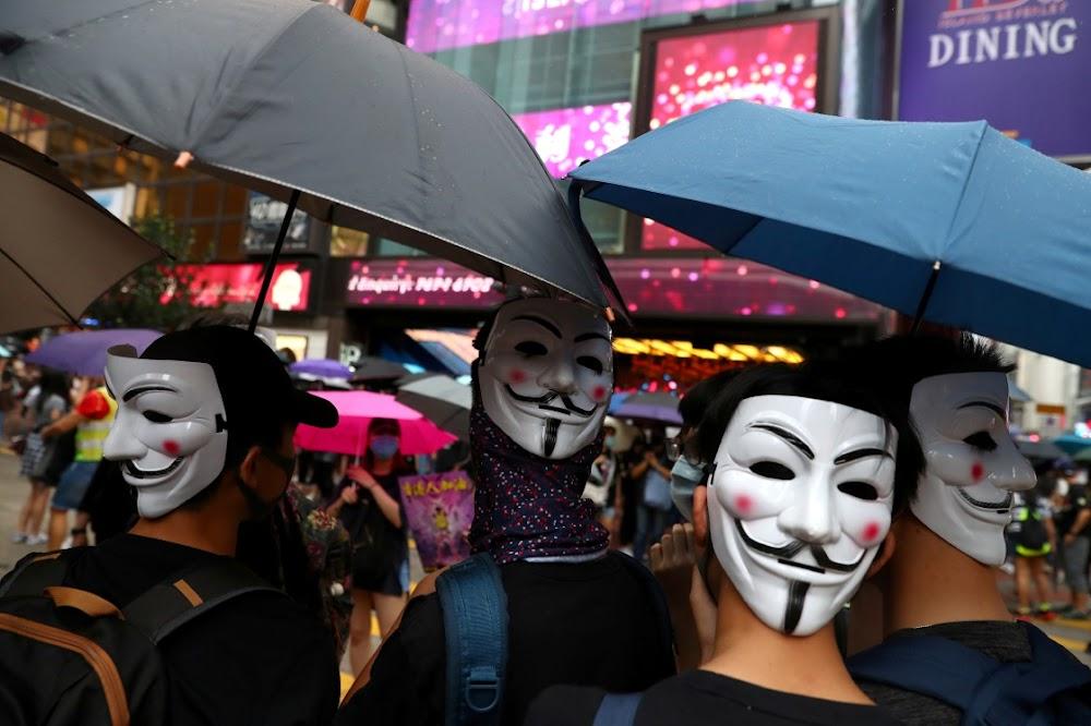 Chinese soldate in Hong Kong waarsku betogers omdat noodwette nie die onrus onderdruk nie
