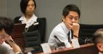 涉搶女 EO 電話案 許智峯提堂否認襲擊等三控罪