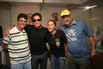 Photo: Eu, Leonardo, Bette e o Deputado Federal Laerte Bessa.