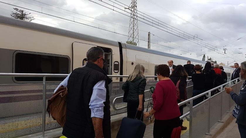 Los trasbordos en bus a Huércal empezaron en noviembre de 2018.
