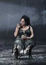 Photo: WIEN/ BURGTHEATER: MUTTER COURAGE UND IHRE KINDER von Berthold Brecht. Inszenierung David Boesch. Premiere 8.11.2013,  Maria Happel. Foto: Barbara Zeininger