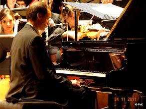 Photo: Stefan Petrovic net voor zijn 1e inzet van het 1e Pianoconcert in Es van Liszt