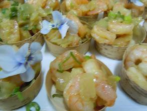 Photo: grosses crevettes au gingembre et cébettes