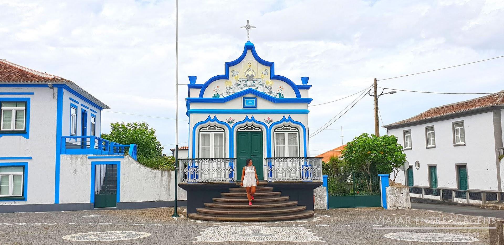 Conhecer os impérios do Divino Espírito Santo na ilha Terceira