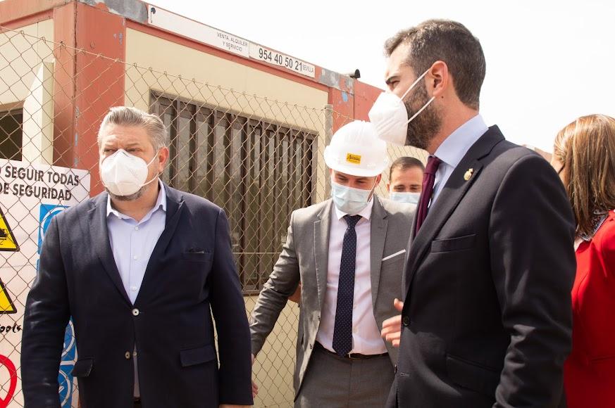 Diego Cruz, concejal de Cultura del Ayuntamiento de Almería, y Ramón Fernández-Pacheco, alcalde de la ciudad.