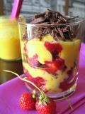 Photo: Crema di mascarpone alle fragole e scaglie di cioccolato
