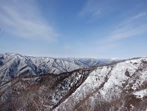 右から赤樽山西のピーク、縫ヶ原山、堂ヶ辻山、姥ヶ岳、能郷白山など
