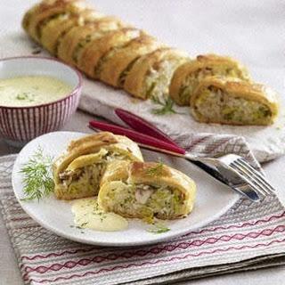 Blätterteigrolle mit Reis-Spitzkohlfüllung und Sauce Hollandaise