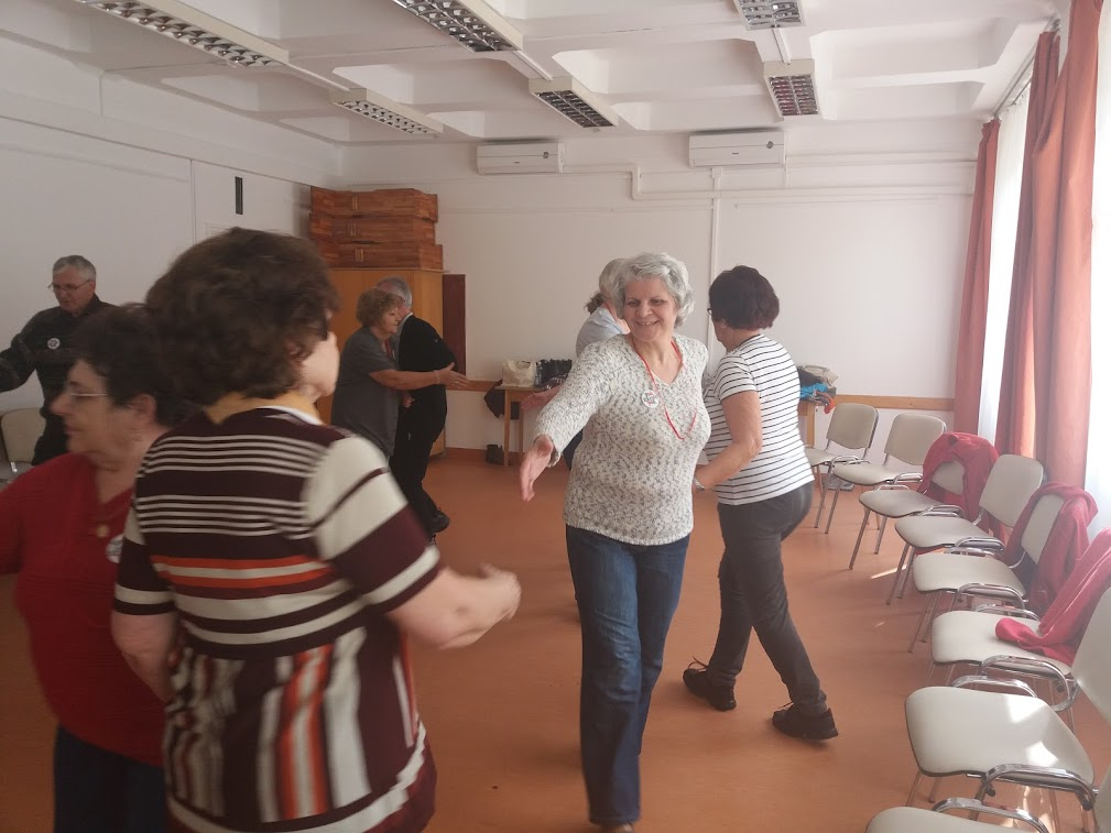 Táncoló idős emberek