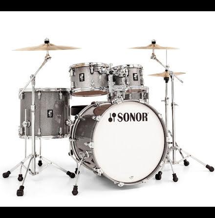 Sonor AQ2 - 22/10/12/16/14s. Finish: Titanium Quartz