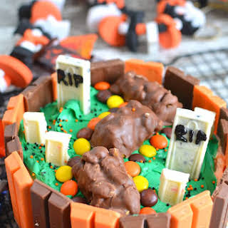 Kit Kat Halloween Cake.