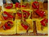 Pimiento y anchoa sobre pan tostado con aceite y ajo