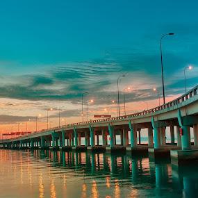Salam Jumaat ..Setia di sini... kerana kau hadir ketika ini... Pagi nan indah di jambatan Pulau Pinang.... by Fadzlie Baharun - Travel Locations Subway