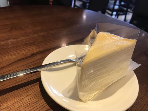 來此不是為了咖啡,則是為了點裡面典藏門市的千層蛋糕(含白蘭地酒),以千層價格來講算便宜,吃起來普普,沒有什麼酒味
