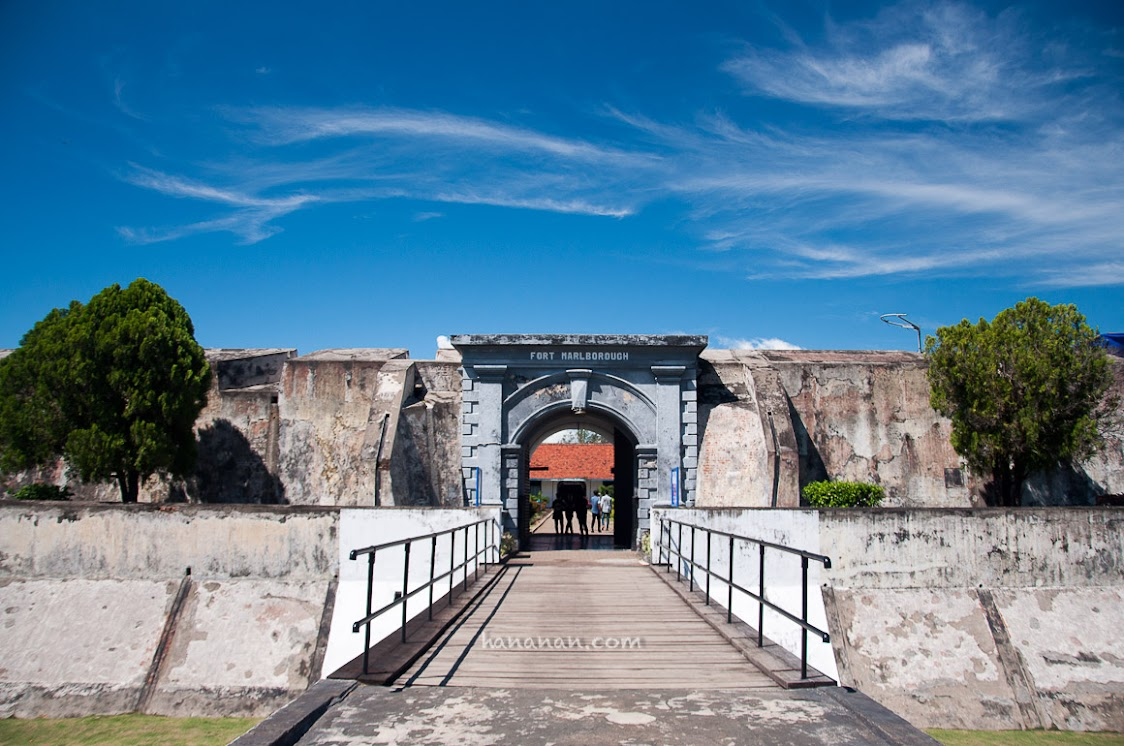 Jembatannya lumayan panjang ya untuk sebuah benteng?