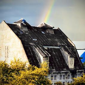 pelangi dibalik rumah tua... by Taufik T KamaMoto - Buildings & Architecture Homes