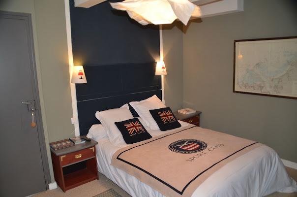 A characteristic english bedroom di viola94