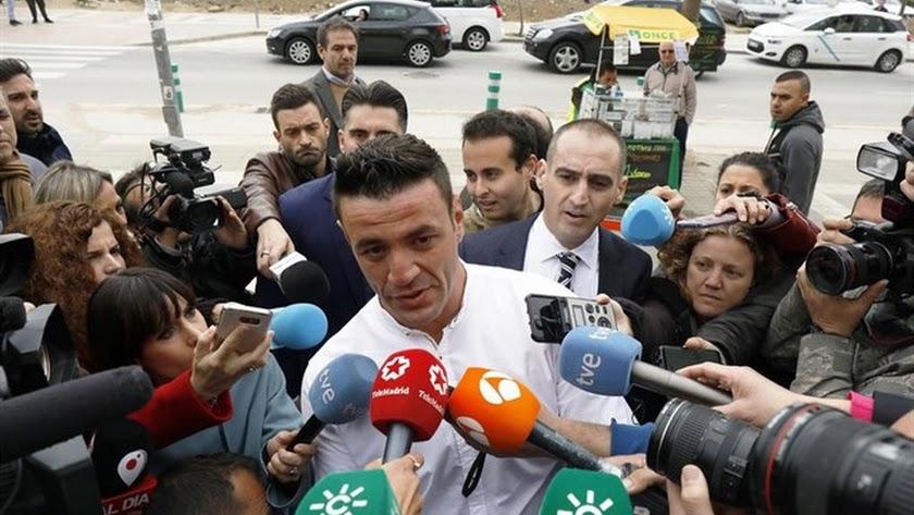 David Serrano dueño de la finca donde cayó Julen llegando a los juzgados