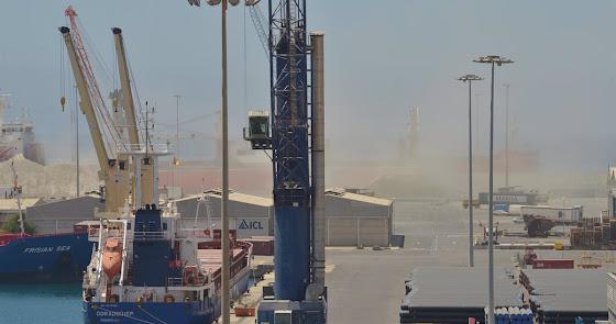 Investigación tras las presuntas prácticas contaminantes en el puerto de Almería