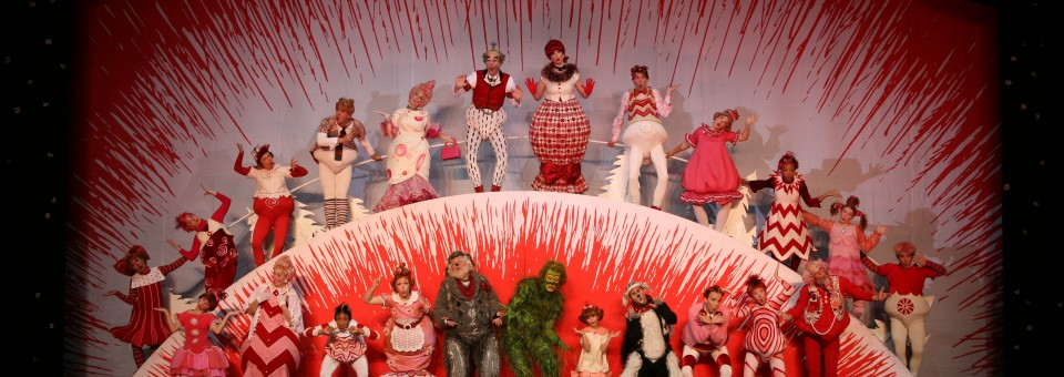 Segerstrom-Center-GRINCH-Company-Photo-by-PaparazziByAppointment.com_1-960x340.jpg