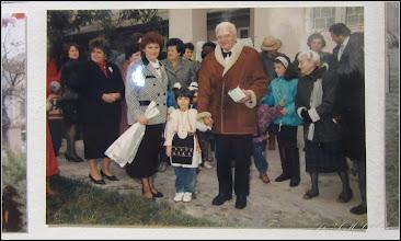 "Photo: Str. Dr. Ioan Ratiu, Nr.71 - Casa Familiei Ratiu monument istoric Ion Ratiu in vizita la casa Familiei Ratiu sursa  ""Expoziția de fotografie Ion Rațiu. Un destin pentru România. - 2016.07.21  foto https://picasaweb.google.com/114438352800090731131/6312042905474465169?feat=flashalbum#6313089935348921794 Album expozitie  http://ana-maria-catalina.blogspot.ro/2016/07/expozitia-de-fotografie-ion-ratiu-un.html"