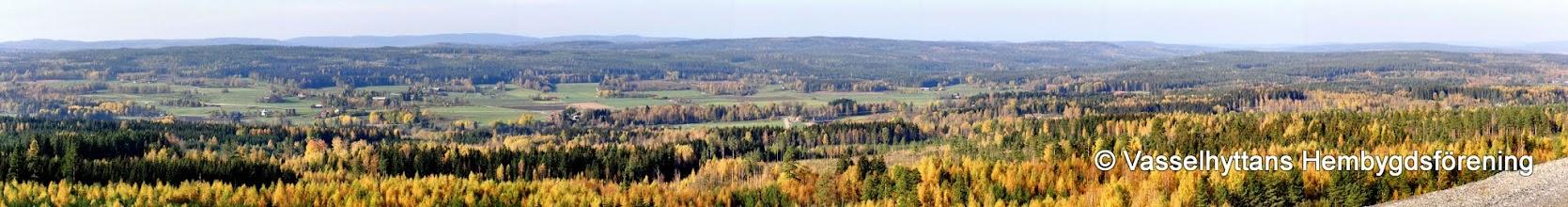 Photo: Vasselhyttan sedd från sligdammen i Stråssa, 2006