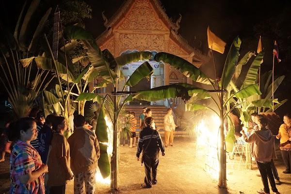 Lichterfest am Tempel im Dorf Long Khot.