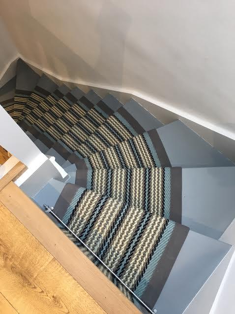 blå kant trapper tæppe