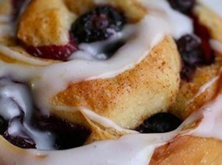 Blueberry Vanilla Wafer Cinnamon Rolls Recipe