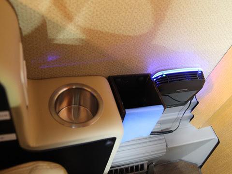 西鉄「はかた号」 0001 プレミアムシート 小型空気清浄機・小型ごみ箱