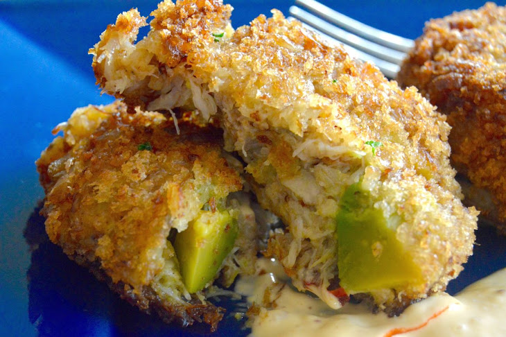 Avocado Crab cakes with Sriracha dipping sauce Recipe | Yummly