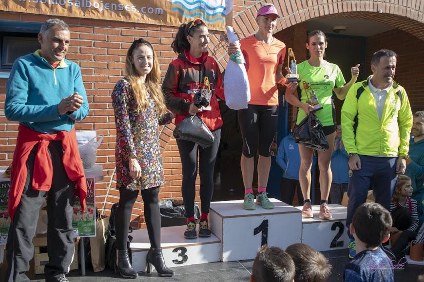El podio femenino con las campeonas.